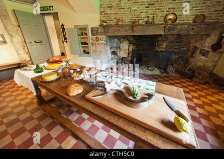 England, Cambridgeshire, Ely, Oliver Cromwell House Museum, The Kitchen - Stock Photo