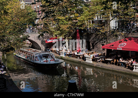The Netherlands, Utrecht, Outdoor cafes at canal called Oude Gracht. Tour boat. - Stock Photo
