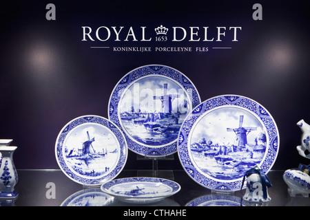 Delfts blue earthenware. The Koninklijke Porceleyne Fles (1652) is the only remaining factory of 32 earthenware - Stock Photo