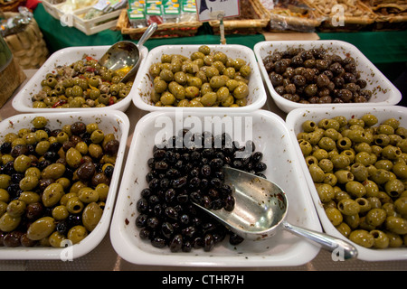 Olives on sale in Mercato Centrale, Florence, Italy - Stock Photo