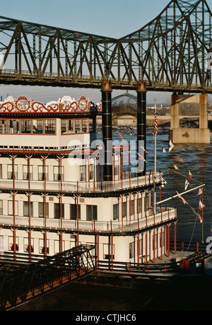 Replica 19th century paddle-wheel tour boat, Gateway Arch, Mississippi River, MO - Stock Photo
