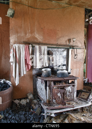 Rusting Range Cooker, Isle of Harris - Stock Photo
