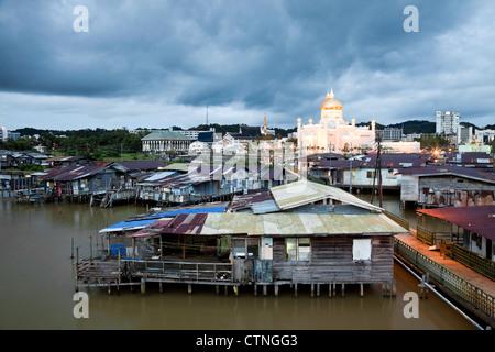 Water village and the Omar Ali Saifuddien Mosque in the evening Bandar Seri Begawan Brunei Borneo Asia. - Stock Photo