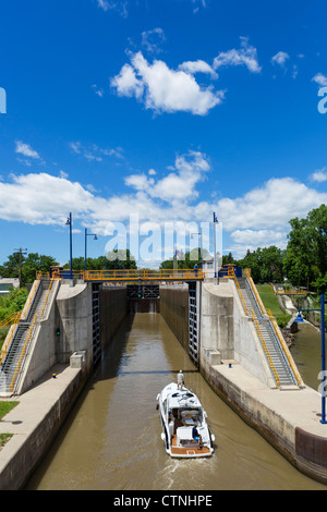 Boat entering Lock No 2 on the Erie Canal in Waterford, near Albany, New York State, USA - Stock Photo