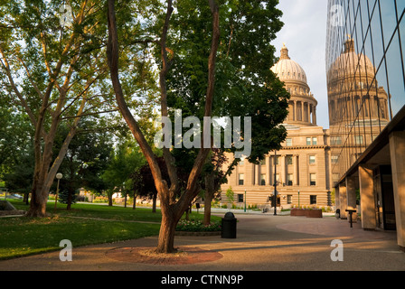 Small Park in front of the state capital building in the morning light - Stock Photo
