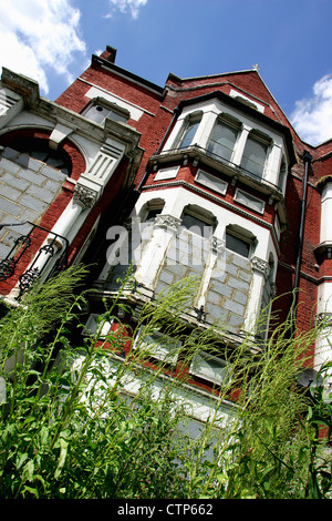 Derelict Victorian property in South East London. - Stock Photo