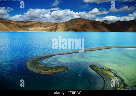 The wonderful blue water of the Pangong Tso in Ladakh, somewhere between India and China - Stock Photo