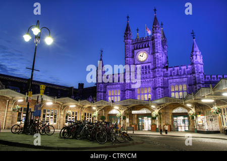 Bristol Temple Meads station at dusk - Stock Photo