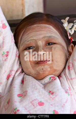 Myanmar, Burma. Little Girl Wearing Thanaka Paste as a Cosmetic Sunscreen, Shwezigon (Shwezegon) Pagoda, Nyaung - Stock Photo