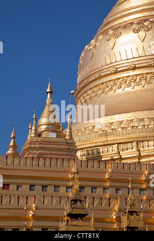 Myanmar, Burma, Shwezegon (Shwezigon) Pagoda, near Bagan. - Stock Photo