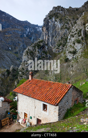 Camarmena Village on a shoulder of the Garganta del Cares gorge, Picos de Europa National Park, Asturias, Northern - Stock Photo