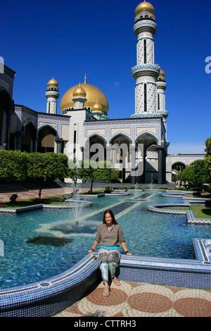 Tourist resting in front of Jame'asr Hassanil Bolkiah Mosque, Bandar Seri Begawan, Brunei, Southeast Asia - Stock Photo