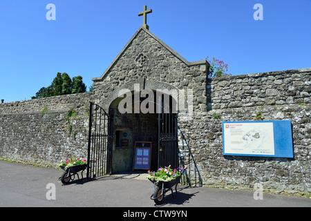 Entrance to Shaftesbury Abbey Museum & Gardens, Park Walk, Shaftesbury, Dorset, England, United Kingdom - Stock Photo