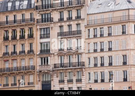 Parisian appartments on the Ile Saint Louis, France. - Stock Photo