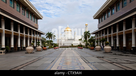 Bandar Seri Begawan city centre with the Omar Ali Saifuddien Mosque in the background. - Stock Photo