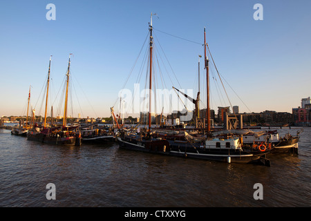 Moorings off Hermitage Wharf, Wapping High Street, London E1 - Stock Photo