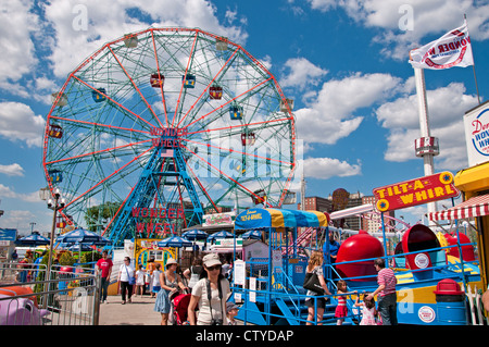 Deno's Wonder Wheel Amusement park Coney Island Luna Beach Boardwalk Brooklyn New York - Stock Photo