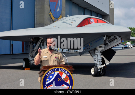 Rear Adm. Mathias Winter, program executive officer for Unmanned Aviation and Strike Weapons, speaks with local - Stock Photo