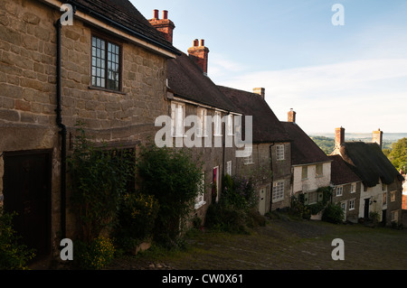 Gold Hill is a steep cobbled street in Shaftesbury Dorset as used in the famous Hovis adverts the backdrop is Blackmore - Stock Photo