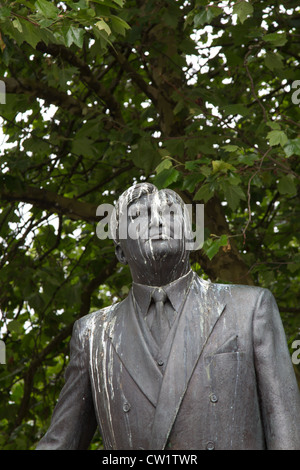Statue of Aneurin Bevan, architect of the NHS in Cardiff city centre, replete with copious bird droppings and mess - Stock Photo