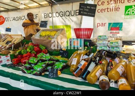 Paris, France,  Fresh Organic Shopping, Fruit and Juice, on Sale  in Outdoor French Farmers Food Market, Street - Stock Photo