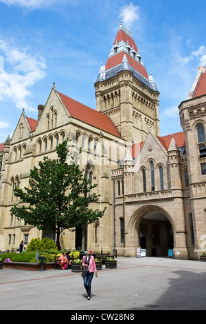 Main Quadrangle of Waterhouse Quad with Tower & Council Chamber, University of Manchester, Manchester, UK. - Stock Photo