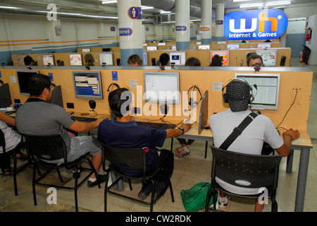 Mendoza Argentina Avenida San Martin WH Internet & Games business Internet cafe cybercafé paid access fee computer - Stock Photo