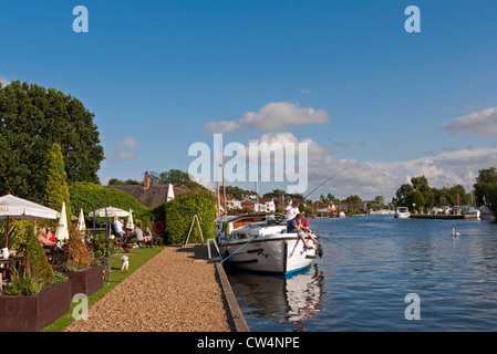 The Picturesque Staithe at Horning in Norfolk, beside the River Bure a popular part of the Norfolk Broads. - Stock Photo