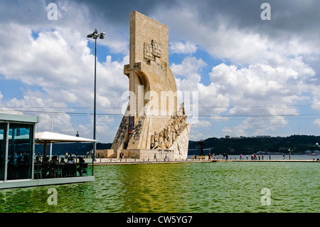 The dramatic Monument to the Discoveries built in 1960 to commemorate the 500th anniversary of the death of Henry - Stock Photo