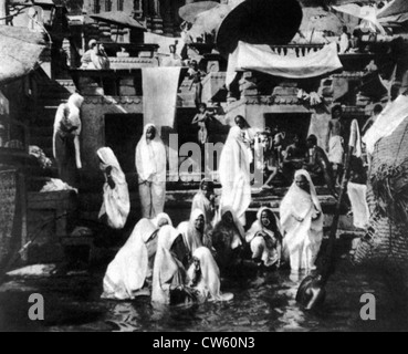 At the foot of the ghats of Benares, a group of women taking their ritual bath in the Ganges (1929) - Stock Photo