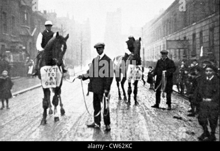 Electoral propaganda in the streets of Hackney South (in the outskirts of London), 1910 - Stock Photo