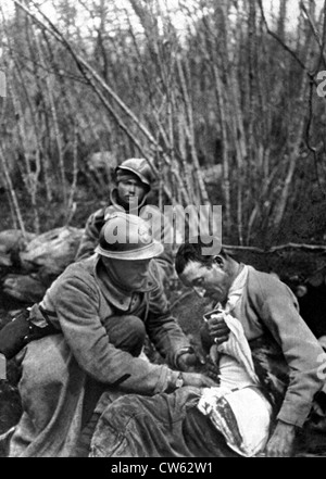 World War I.  In the Haudromont ravine, first aid to the wounded during the battle, Februray 28, 1916 - Stock Photo