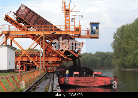 Barge being loaded with coal at the port Koenigs Wusterhausen - Stock Photo