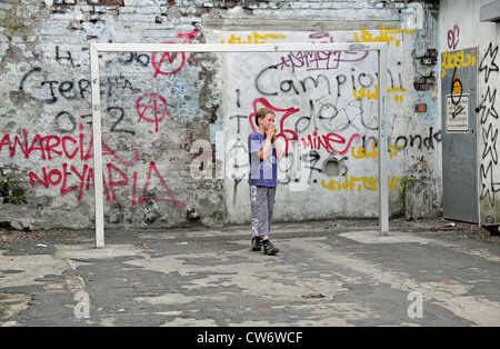 boy on a football area with graffiti, Germany, North Rhine-Westphalia, Cologne - Stock Photo