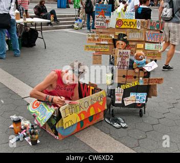 I Think outside my box artist art painter Union Square New York City Manhattan - Stock Photo