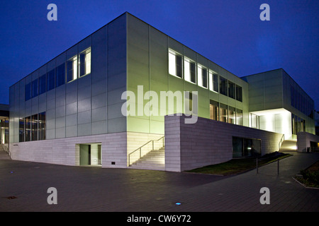 newly built house of Museum Folkwang at blue hour, Germany, North Rhine-Westphalia, Ruhr Area, Essen - Stock Photo