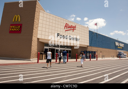 Exterior of Wal-Mart Supercenter store in San Marcos, Texas - Stock Photo
