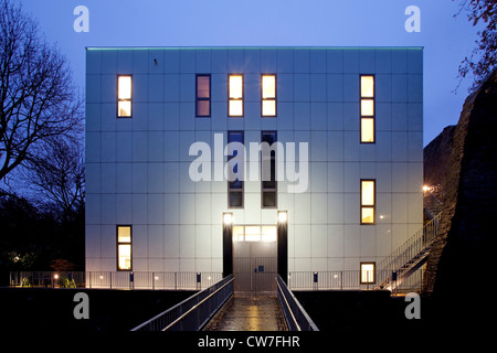 exhibition hall 'Situation Kunst' in the 'Kubus' Schlosspark Weitmar at blue hour, Germany, North Rhine-Westphalia, - Stock Photo
