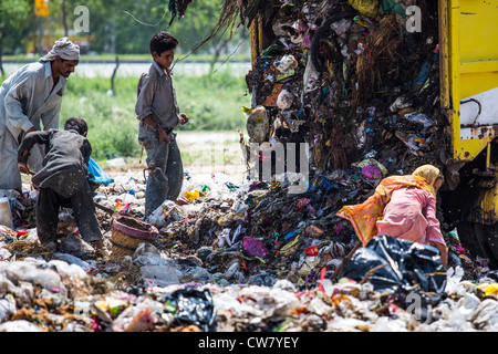 Waste pickers in Islamabad, Pakistan - Stock Photo