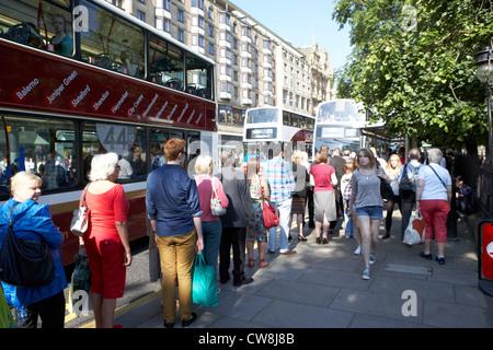 people queueing at edinburgh princes street bus stop scotland uk united kingdom - Stock Photo