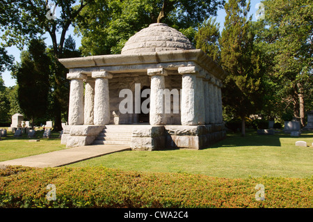 governor john riley tanner tomb oad ridge cemetary monument memorial springfield illinois oak war dead missing - Stock Photo