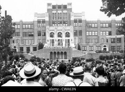 Crowd gathered in front of Little Rock Central High School as National Guardsmen barred black students from entering - Stock Photo