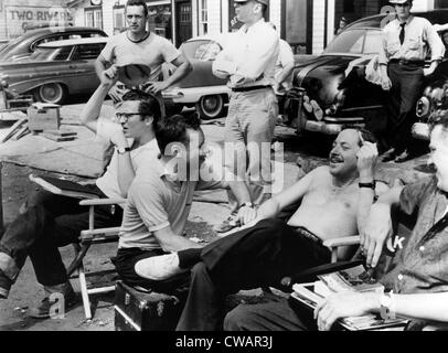 THE FUGITIVE KIND, director Sidney Lumet (wearing glasses, seated left), screenwriter Tennessee Williams (second - Stock Photo