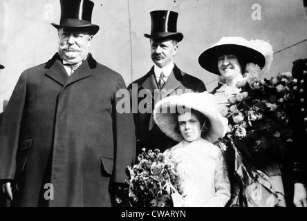 President WILLIAM HOWARD TAFT, Secretary of the Navy GEORGE VON L. MEYER, Miss KATHLEEN FITZGERALD and Miss ELSIE - Stock Photo