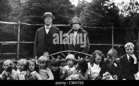 Former U.S. President William Taft, Former First Lady Helen Taft, with their ten grandchildren in Canada, 1927.. - Stock Photo