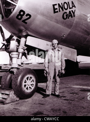Colonel Paul Tibbets in front of the Enola Gay, ROSWELL ARMY AIR FIELD, New Mexico 1945 - Stock Photo