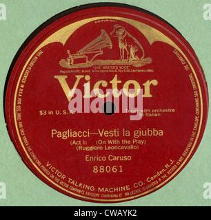 Victor record album of Enrico Caruso singing Pagliacci - Vesti La Giubba, 1907. - Stock Photo