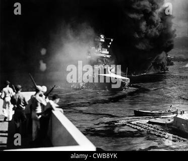 Pearl Harbor: Battered by aerial bombs and torpedoes, the U.S.S. California is evacuated as sailors and soldiers - Stock Photo