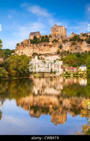 Chateau de Beynac, Beynac et Cazenac, perched on its rock above the River Dordogne - Stock Photo