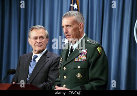 General Tommy Franks Commander of U.S. Central Command in Afghanistan alongside Secretary of Defense Donald Rumsfeld - Stock Photo